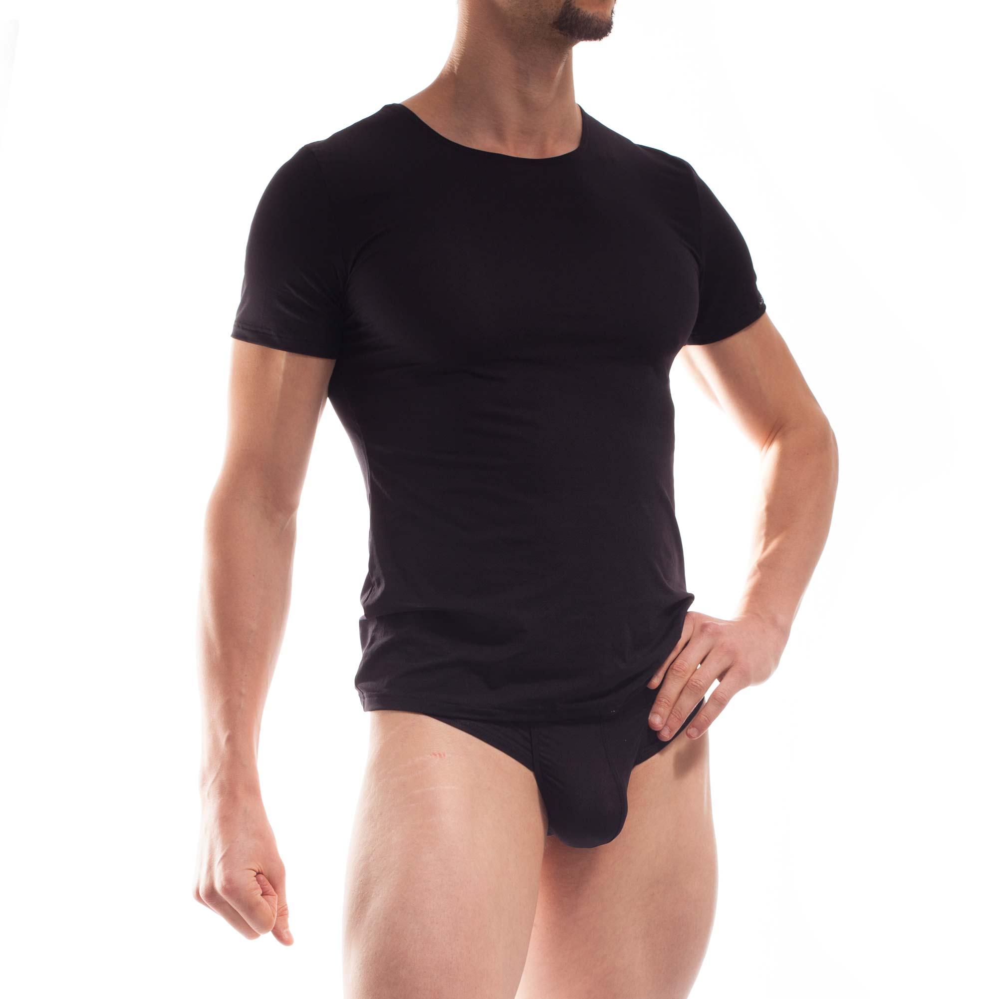 BEUN BASIC Shirt schwarz. Wieder nur ein schwarzes Shirt? Wohl kaum! BEUN BASIC! Es sitzt einfach perfekt, ist leicht transparent, matt, hauch dünn und wunderbar bequem. Und das Beste: Es ist pure Freiheit. Freiheit alles gleichzeitig zu tun. Arbeit, Joggen, Surfen, Schwimmen, Tanzen oder einfach nur bequem auf der Lieblingscouch chillen. Denn es ist Beach- und Underwear in einem, chlor- und salzwassergeeignet und im Alltag so leicht und frei geschnitten, dass es ein unverzichtbares Basic in jedem Kleiderschrank ist. WOJOER