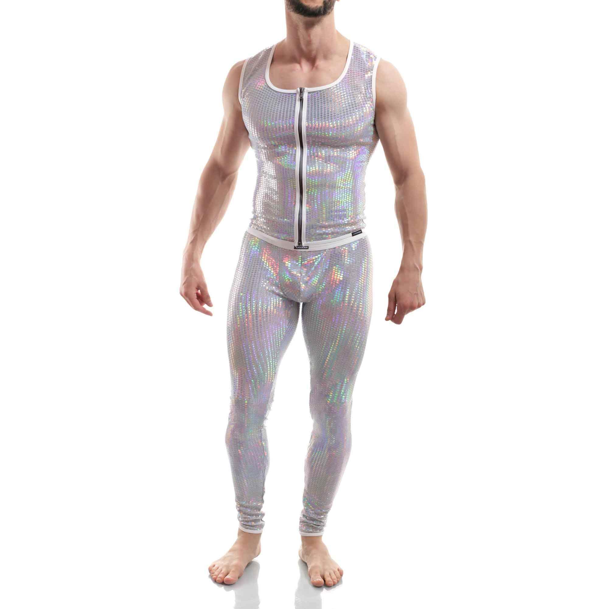 Die Space Weste 386W1 gehört zu den Wojoer LIVE-Produkten. Sie werden ab Bestellung bei uns produziert. So können wir auf Kundenwünsche individuell eingehen. Größen Erhältlich in den Größen S, M, L, XL Materialzusammensetzung 87% Polyamid, 8% Polyester, 5% Elasthan Besonderheiten LIVE-Produkt | holografische Wabenfolien auf weißem…