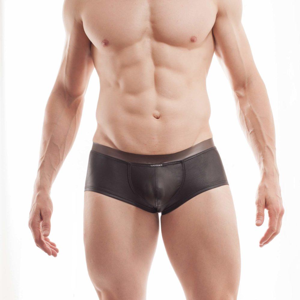 """Hauteng zeigen sich diese Funplastic Hipster Pants 373W453.1 und gehören in die Kategorie """"LIVE""""-Produkte. Produktion nur auf Bestellung. Größen Erhältlich in den Größen S, M, L, XL Materialzusammensetzung Gummi: 100% Thermoplastisches Polyurethan TPU   Leather like: 92% Polyester und 8% Elasthan Besonderheiten LIVE Produkt   Leatherlike…"""