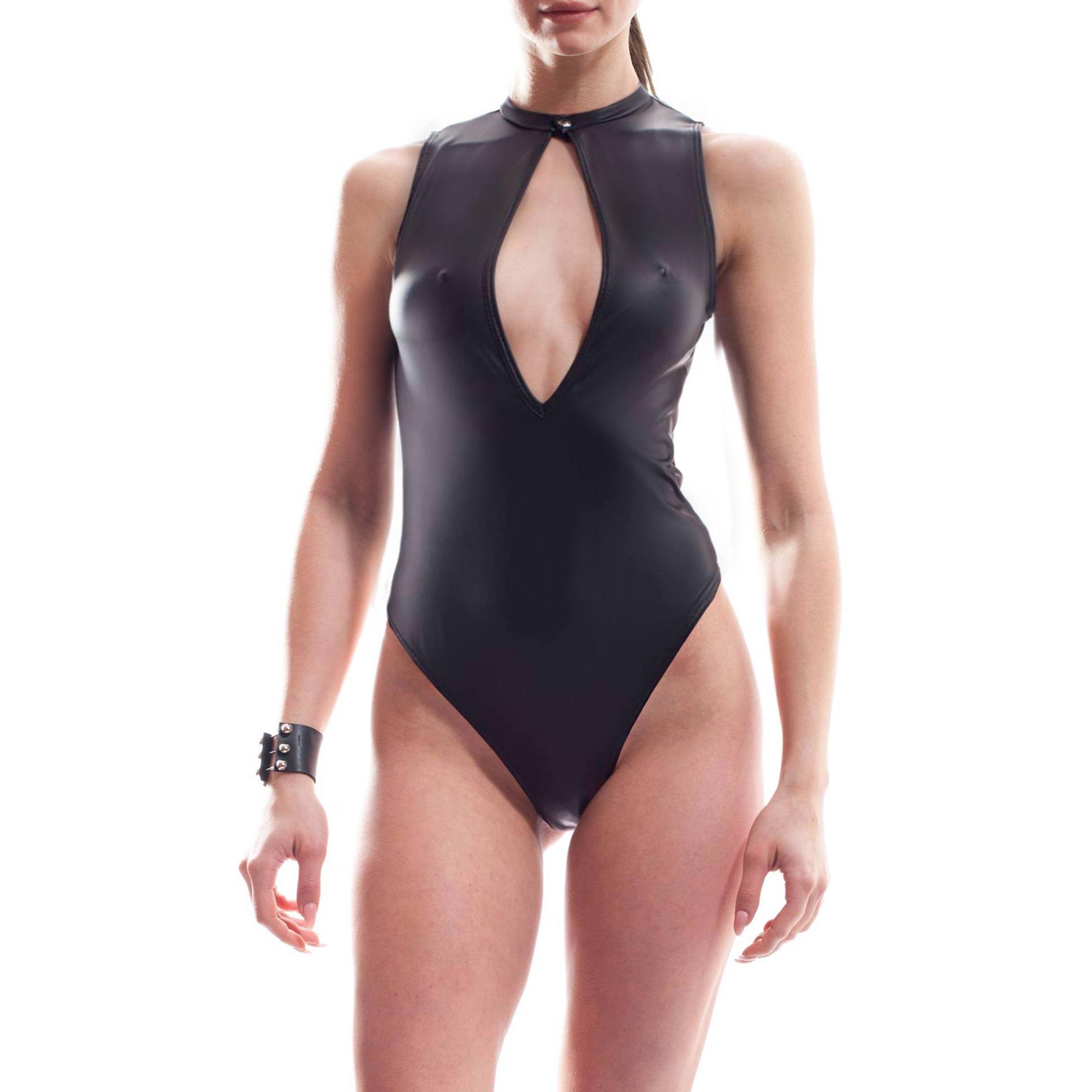 Dieser Frauen Body gehört zu den Wojoer LIVE-Produkten. Sie werden ab Bestellung bei uns produziert. So können wir auf Kundenwünsche individuell eingehen. Größen Erhältlich in den Größen 32-42 Materialzusammensetzung Leatherlike: 92% Polyester | 8% Elasthan Besonderheiten LIVE Produkt | mattes feines Leatherlike | sehr dehnbar |…