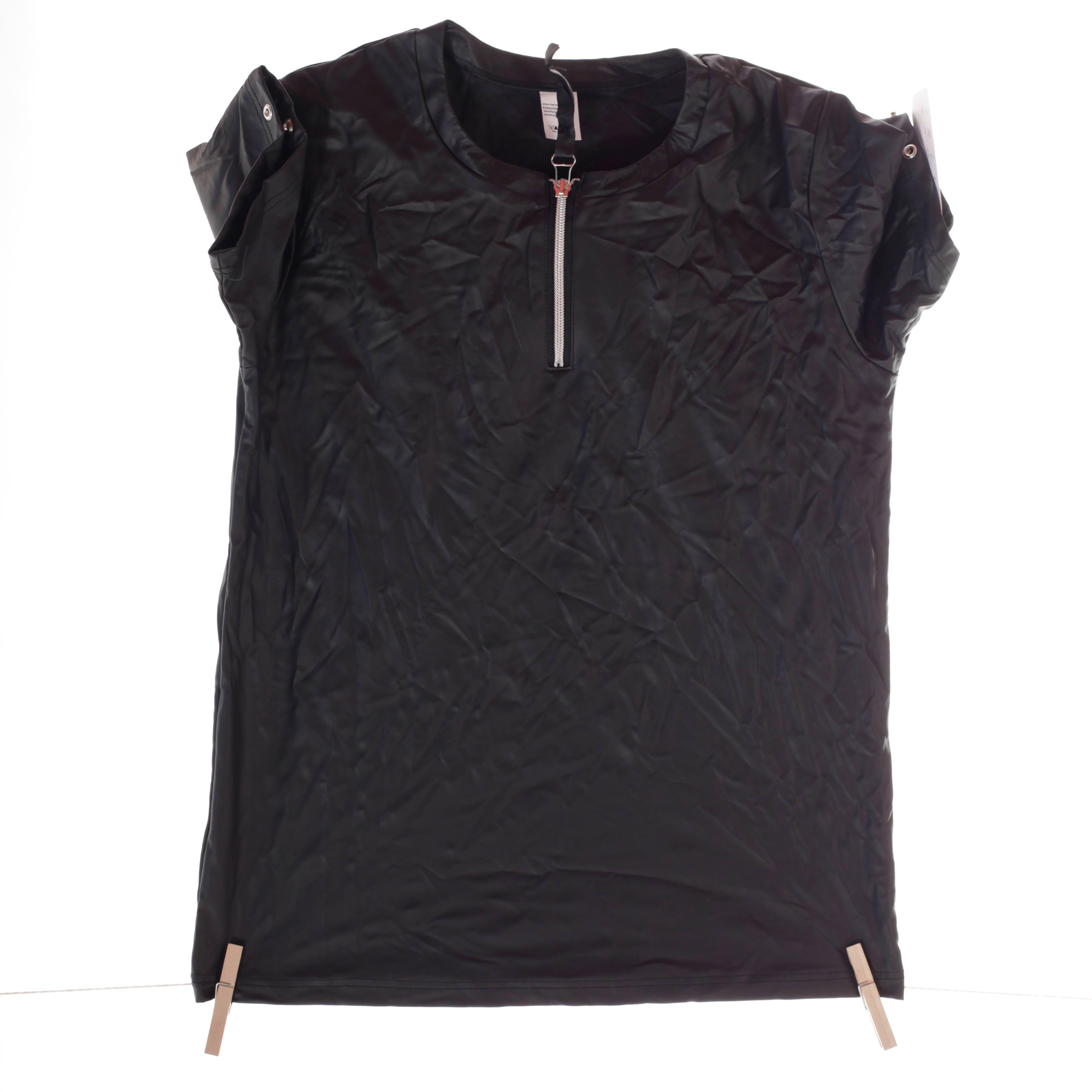 Dieses edle Leatherlike T-Shirt mit Ösen und Reißverschluss ist ein Only for Me Produkt. Das heißt, es gibt dieses Shirt online nur bei uns – in begrenzter Stückzahl! Also schnell zugreifen. Größen Erhältlich in Größe M Materialzusammensetzung festes Leatherlike: 40% Polyester | 60% Polyurethan Besonderheiten Onlyforme-Produkt…