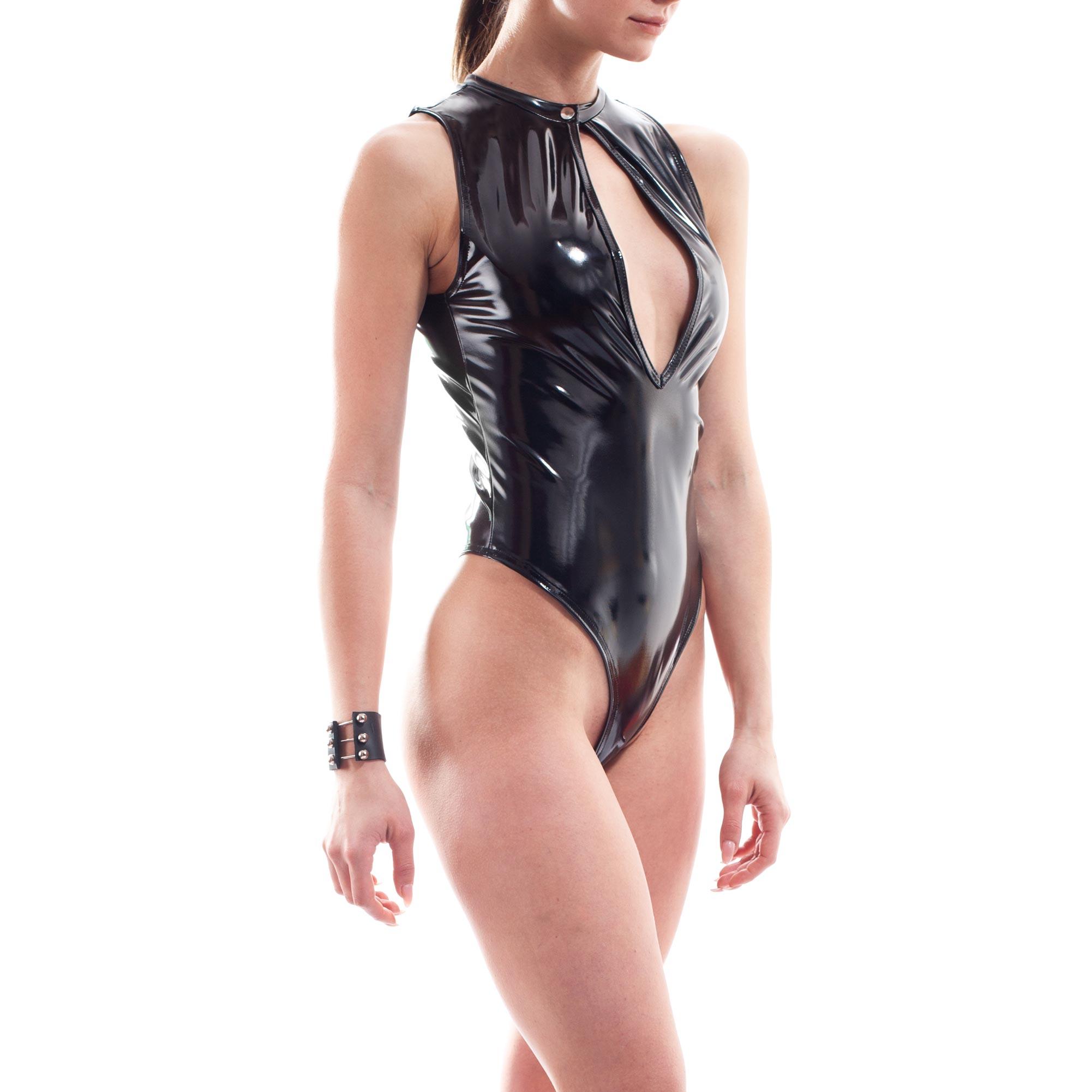 Dieser Damen Lack Ouverte Body gehört zu den Wojoer LIVE-Produkten. Sie werden ab Bestellung bei uns produziert. So können wir auf Kundenwünsche individuell eingehen. Größen Erhältlich in den Größen 32 – 42 Materialzusammensetzung WETLEATHER, super dehnbares, leicht strukturiertes Leatherlike mit Lackglanz: 95% Viskose, 5%…