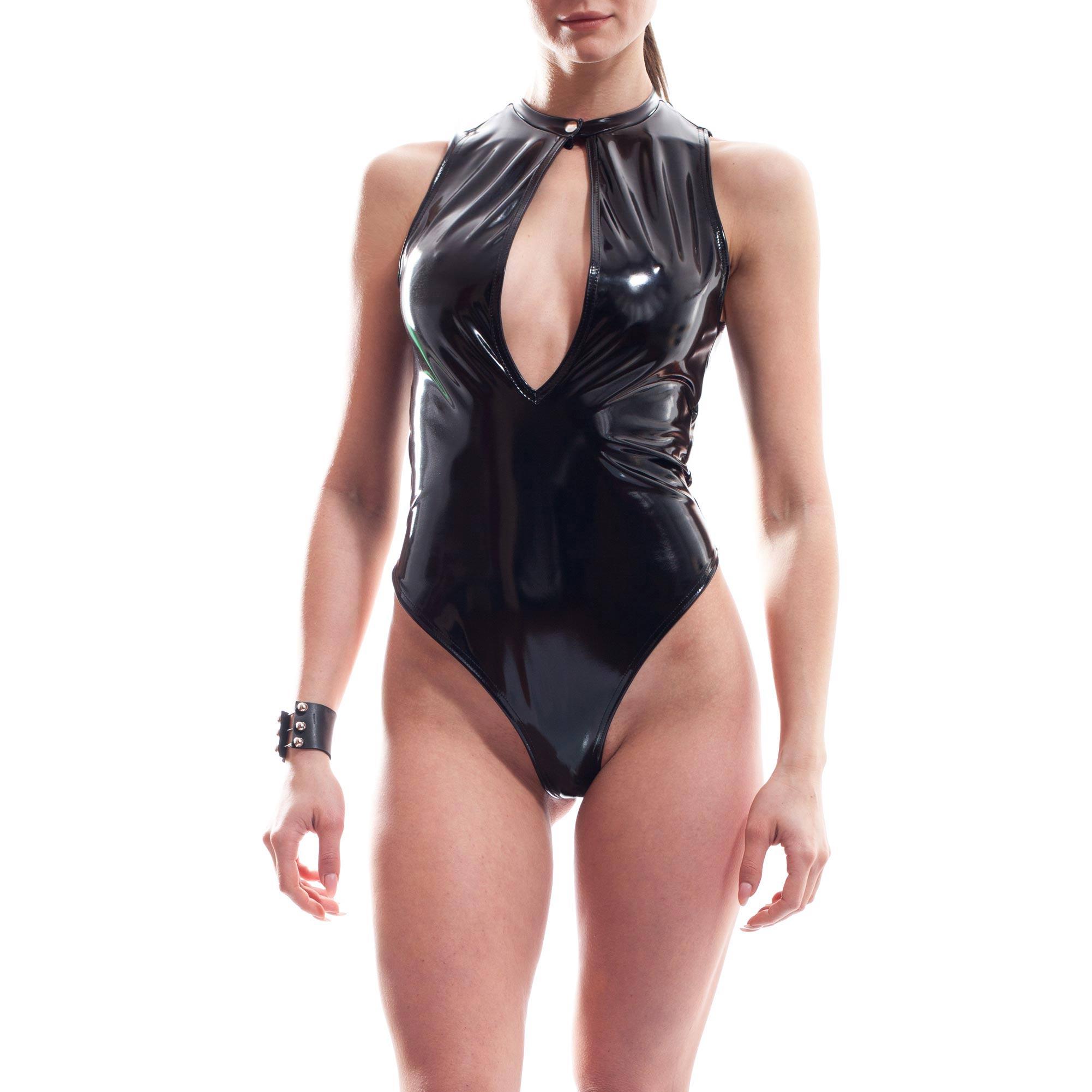Dieser Damen Lack Body gehört zu den Wojoer LIVE-Produkten. Sie werden ab Bestellung bei uns produziert. So können wir auf Kundenwünsche individuell eingehen. Größen Erhältlich in den Größen 32-42 Materialzusammensetzung WETLEATHER, super dehnbares, leicht strukturiertes Leatherlike mit Lackglanz: 95% Viskose, 5% Elasthan | 100%…