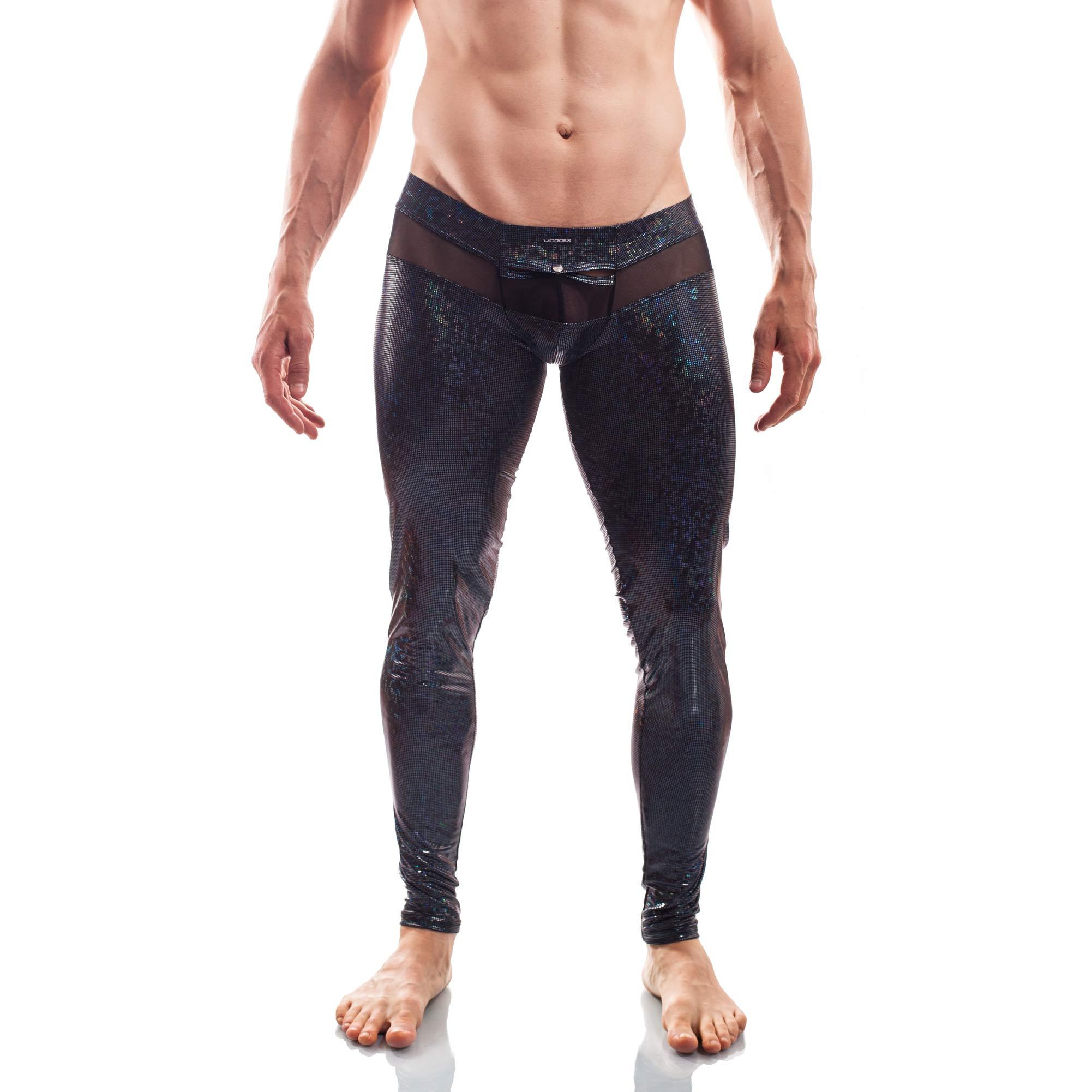 Dieser Black Jack Leggings 399T269.1 gehört zu den Wojoer LIVE-Produkten. Sie werden ab Bestellung bei uns produziert. So können wir auf Kundenwünsche individuell eingehen. Größen Erhältlich in den Größen S, M, L, XL Materialzusammensetzung 94% Polyester, 6% Elasthan  93% Polyester, 7% Elasthan Besonderheiten LIVE-Produkt | dehnbarer glitzernder…