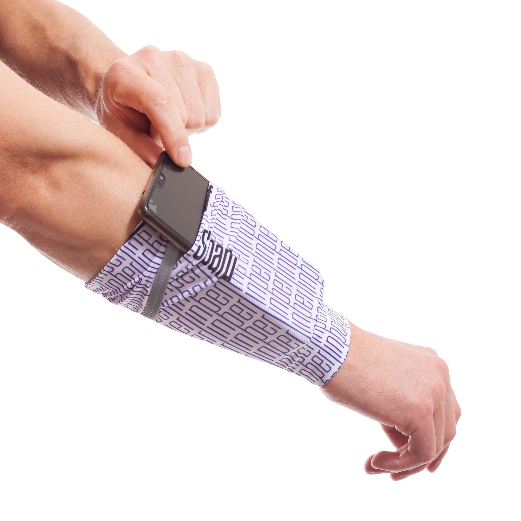 Die funktionale Armtasche mit Reflektor-Band verstaut das Handy oder den Musik-Player perfekt am Arm und lässt es so immer erreichbar sein. Größen Die Größen werden am Handgelenkumfang:  Messe direkt über dem Handgelenkknochen, nicht darauf. Schwankst du zwischen 2 Größen, wähle die größere.     Handgelenkumfang Länge   S 15 bis…